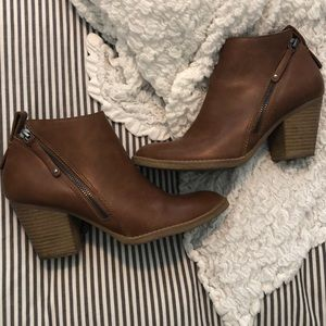 Dolce Vita ZIP Up Ankle Booties